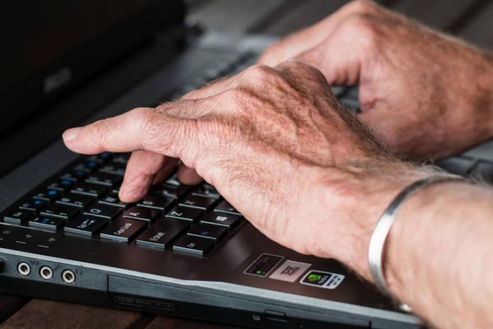 copywriter-redactando-un-articulo